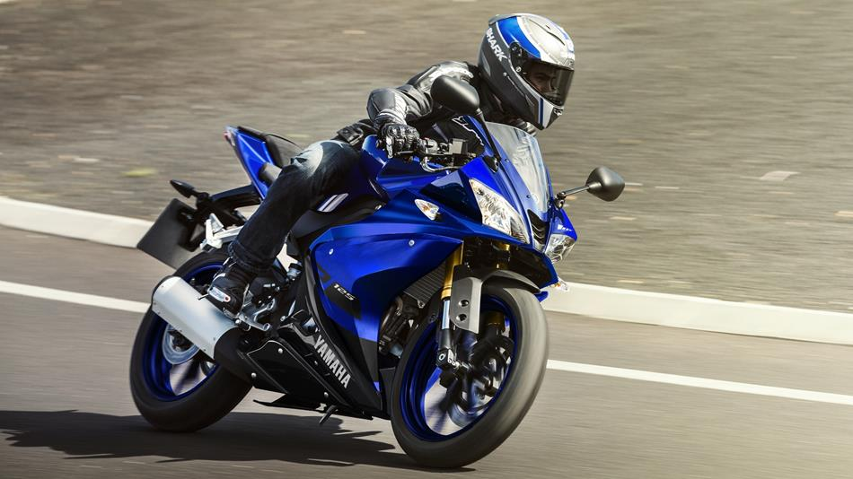 Yamaha YZF-R125 being rode