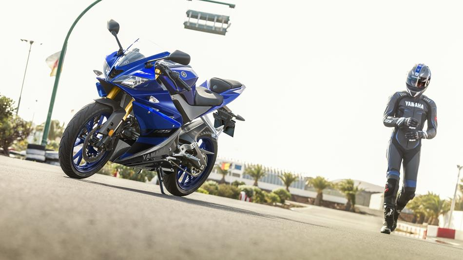 Blue Yamaha YZF-R125 with rider