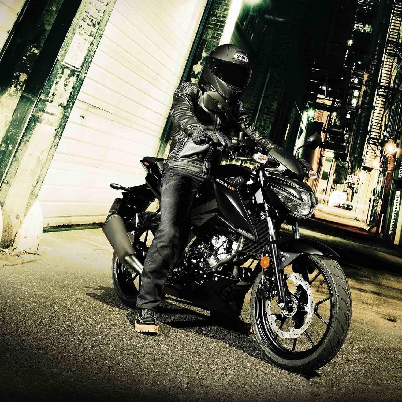 Suzuki GSX-S125 rider